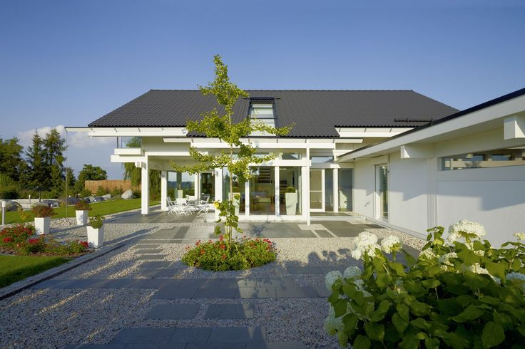 HUF Fertighaus mit Dachverglasung und Garten Fachwerk