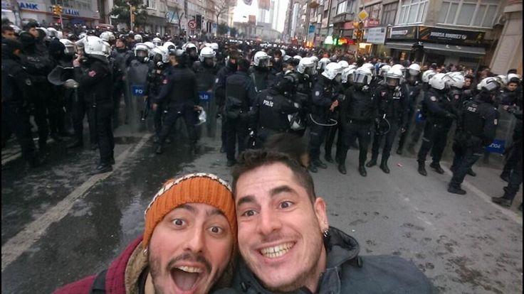 selfie çevik..gördüğüm en iyi selfie.. gülerek kazanacağız haberiniz olsun.. pic.twitter.com/zA0vQ6W8Fm