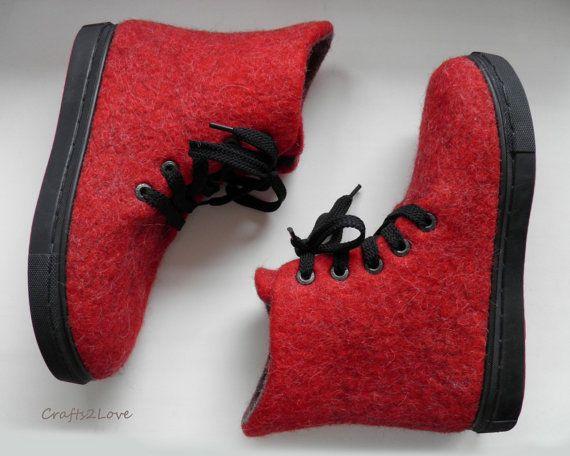 Zapatillas de lana afieltrada en rojo. Exteriores por Crafts2Love