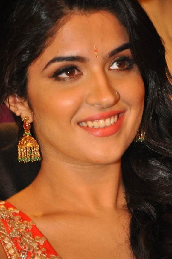 Deeksha Seth In Vettai Mannan 104 best my kollywood ...