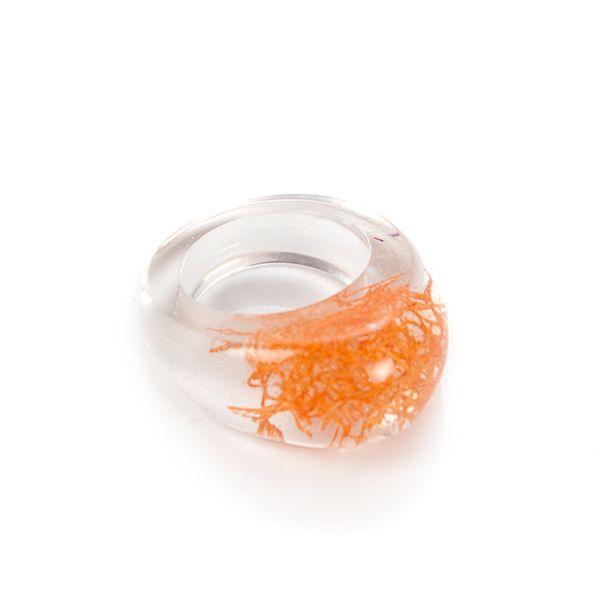 Pierścionek z żywicy -chrobotek orange - śr 17mm w VITALIJSKY na DaWanda.com