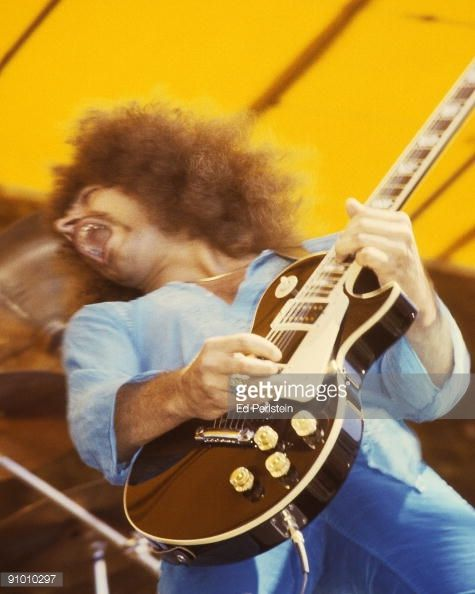 Neal Schon performs with Jouney at the Oakland Stadium on September 2, 1978 in Oakland, California.