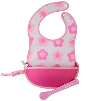 Compact when zipped up, this bib includes a spoon for easy feeding and can be strapped onto your nappy bag/pram. Just open the zipper and the bib is ready for use. Once feeding is complete, fit the spoon back inside, zip up and take home for cleaning.