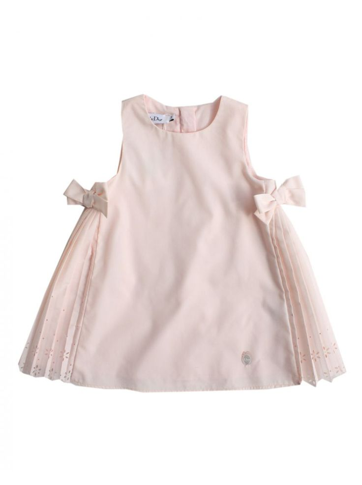 Would possibly be a cute way to gather in extra cloth if refashioning a girl's dress from an adult shirt
