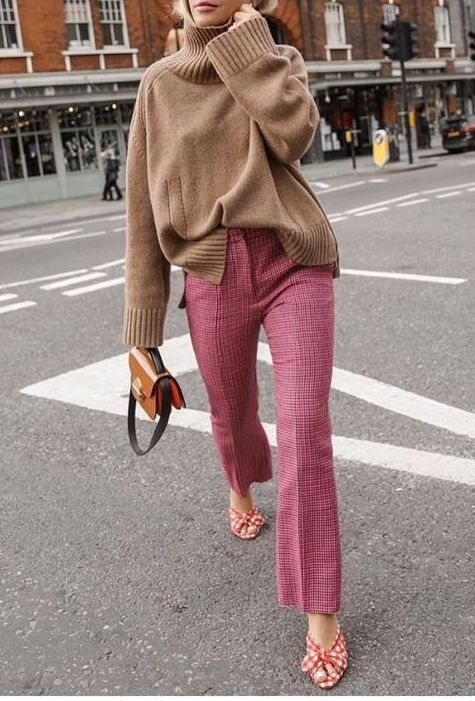 Knitwear | Beige | Pink trousers | Mini bag | Wint…