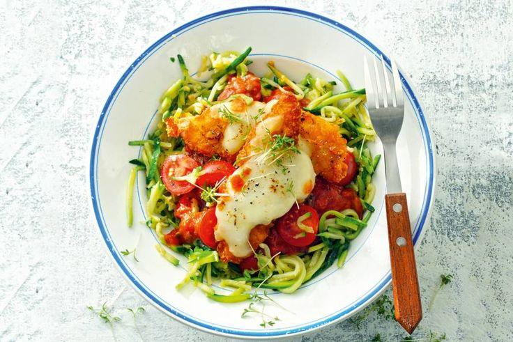 Krokant kiphaasje met mozzarella en courgettespaghetti - Recept - Allerhande