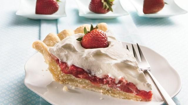 Stuffed-Crust Strawberry Cream Pie RecipeDesserts, Strawberry Cream Pies, Pies Crusts, Sweets, Strawberries Cream Pies, Stuffed Crusts Strawberries, Stuffedcrust Strawberries, Pie Recipes, Cream Pies Recipe