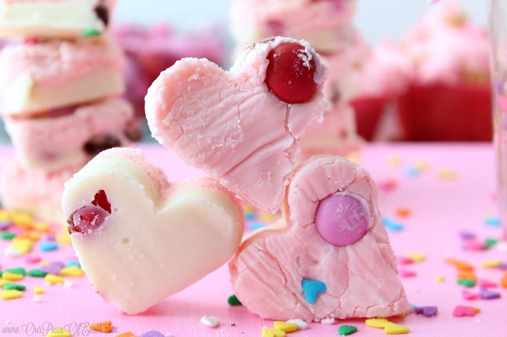 White chocolate Strawberry fudge recipe for Valentine's Day #SendSweetness AD