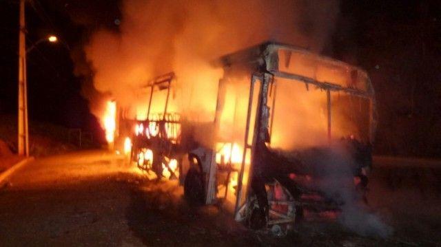 #News  Criança de 9 anos é baleada no Bairro São Paulo e moradores colocam fogo em ônibus