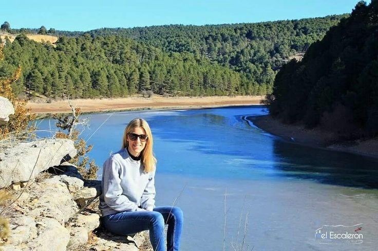 El Embalse de la Toba es la reserva de agua más grande de la Serranía de Cuenca. En verano ofrece un generoso baño y en invierno se congela hasta el punto de que se puede pasear sobre sus aguas...
