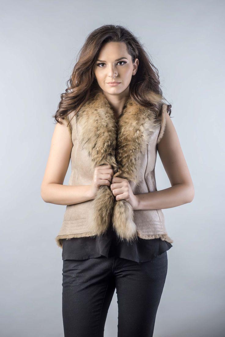 Raccoon fur vest beige