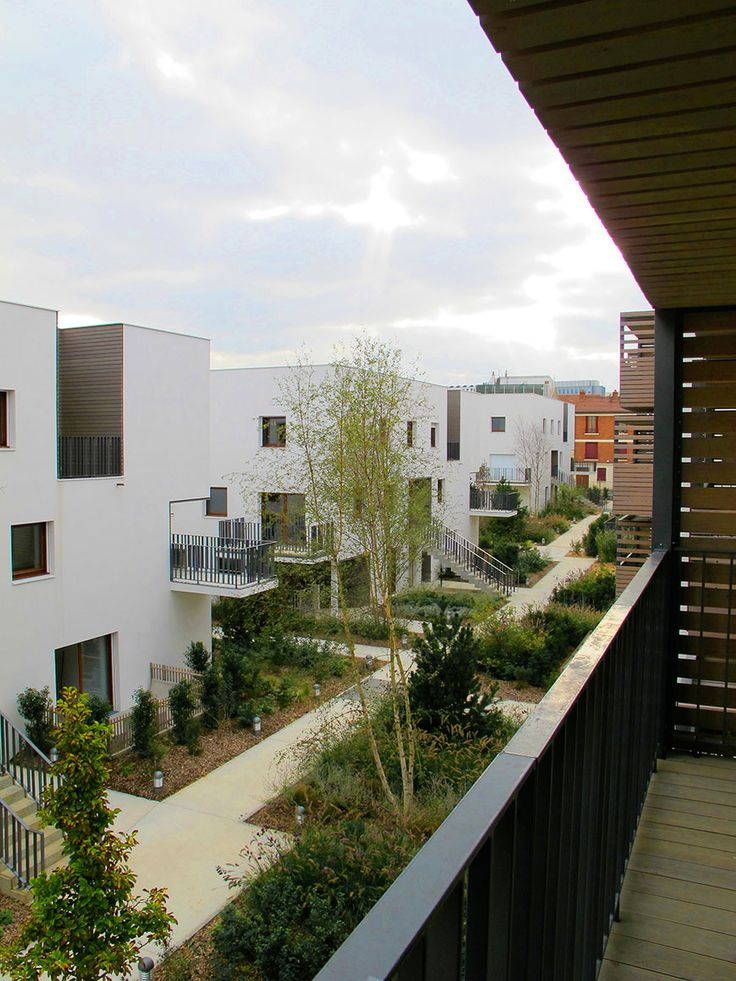 #week7 this example shows a positive example of urban housing with social space. you can see the green themed design is integrated to give a natural experience to people.