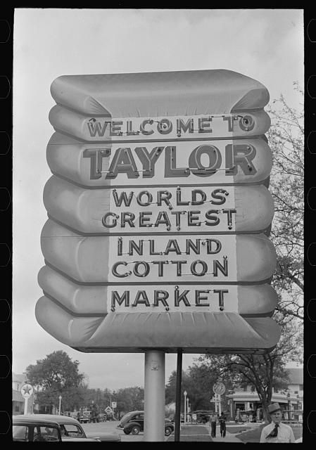 Oh, how I wish this sign was still up in Taylor, TX.