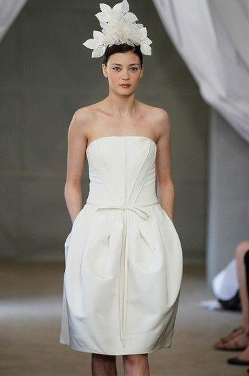 Abito+da+sposa+con+gonna+a+palloncino - Vestito+da+sposa+bon+ton%2C+di+colore+bianco%2C+corto%2C+molto+semplice.