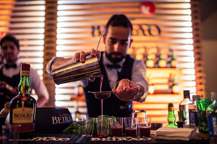 A arte de criar cocktails com Licor Beirão.