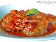 Chiftele marinate in sos de rosii.