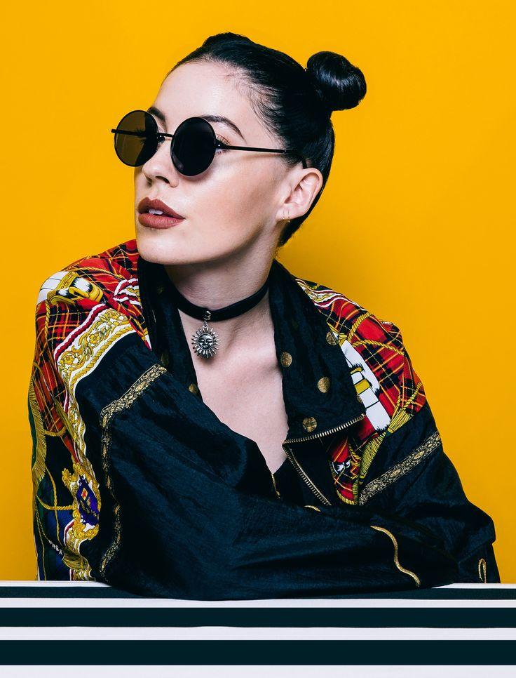 Bishop Briggs es una cantante inglesa nacida en Londres y que residio en diferentes países asiáticos, donde descubre sus facultades para la música. Con tan sólo un EP publicado, la artista inglesa ya ha logrado cosechar éxitos y ser toda una realidad en el panorama musical mundial.