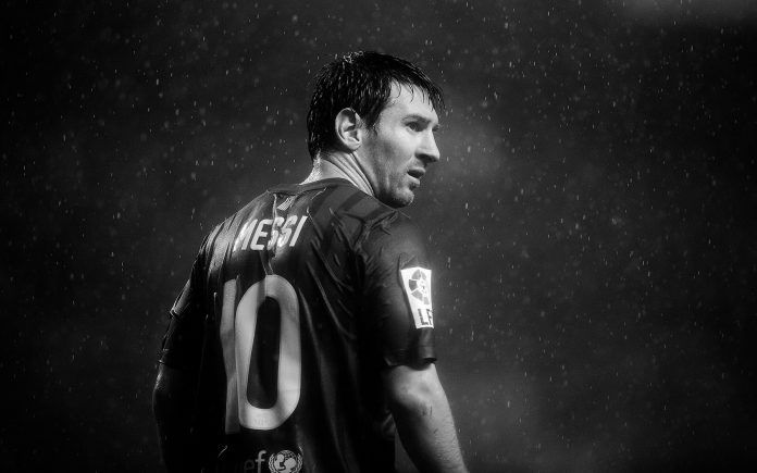 Lionel Messi Black White Photo Raining Hd Wallpapers Free Wallpapers Desktop Backgrounds Lionel Messi Lionel Messi Wallpapers Leo Messi