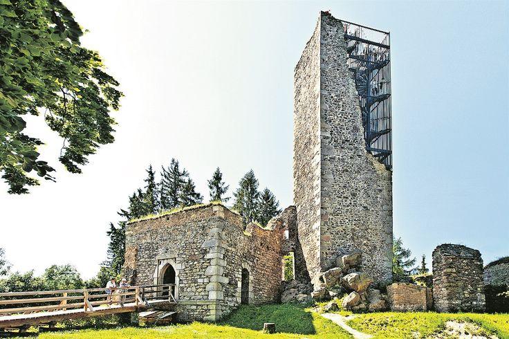 Vyhlídková věž hradu Orlík, Humpolec. Čtyři sta let ji nikdo nevyužíval. Z kamenné věže památkově chráněného hradu ze 14. století je dnes turistická rozhledna.