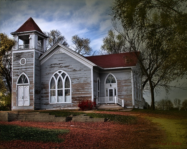 I love this old church, I think it is abandoned but such a great building.