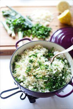 Лимонный рис с сыром и свежей зеленью