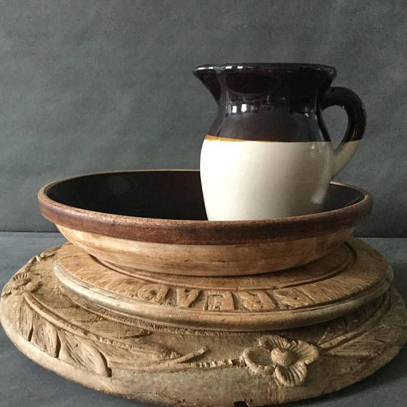 VINTAGE Brown-Glazed Stoneware Pitcher Robinson Ransbottom Pottery Co., Roseville, Ohio, USA 4 3/4 inches high Batter or milk pint jug for your vintage farmhouse kitchen, pantry or breakfast table  This sturdy, handsome pint jug exudes farmhouse charm. Use it as a pitcher or to hold