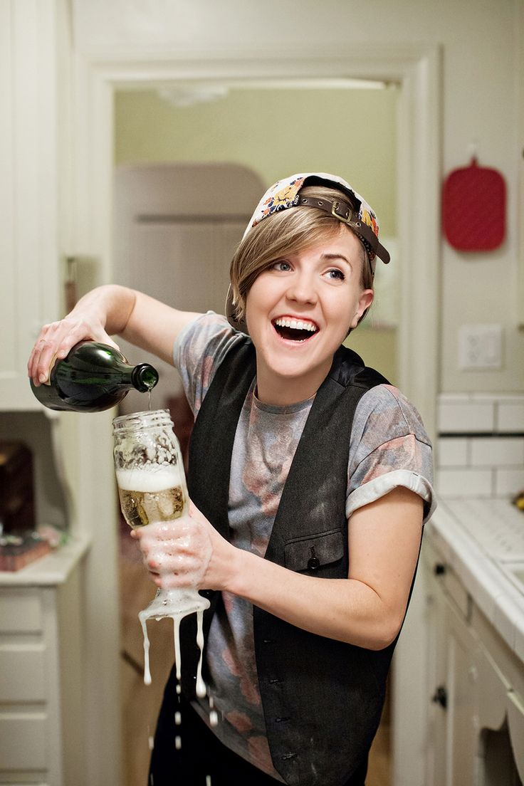 hoping Hannah hart (a.k.a myharto) wins the shorty award for FOOD. she makes me laugh on everyone of her vids.