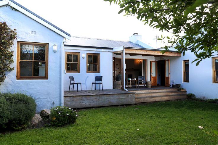 Selsey cottage: Backyard garden, Patio and braai area. FIREFLYvillas, Hermanus, 7200 @fireflyvillas  ,bookings@fireflyvillas.com,  #SelseyCottage  #FIREFLYvillas #HermanusAccommodation