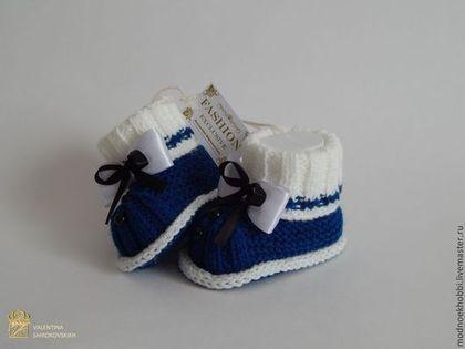 """Для новорожденных, ручной работы. Заказать Пинетки """"Маленький джентльмен"""" для мальчика. VS. Ярмарка Мастеров. Пинетки, новорожденному, синий и белый"""