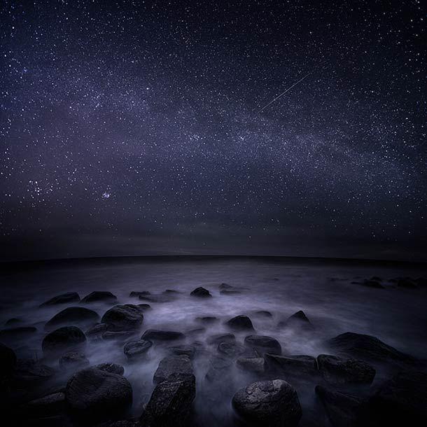 Une sélection de photographies sur le thème de la nuit et du brouillard réalisées par le photographe finlandais Mikko Lagerstedt, qui nous offre des images vaporeuses à la limite du rêve… Une Finlande sombre et fascinante se dégage de ces photographies venues du froid.