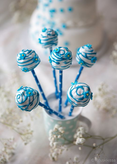 Muromassa soveltuu hyvin myös makeisten tekemiseen. Karkkien kuorrutuksen voi sävyttää esim. hääteeman mukaiseksi.