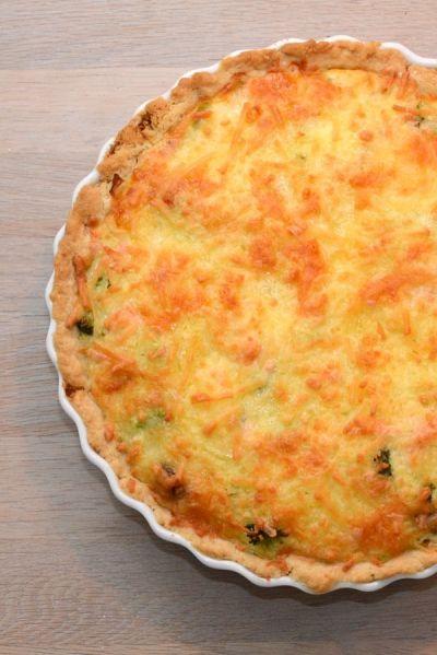Laks- og broccolitærte opskrift fra Bageglad.dk