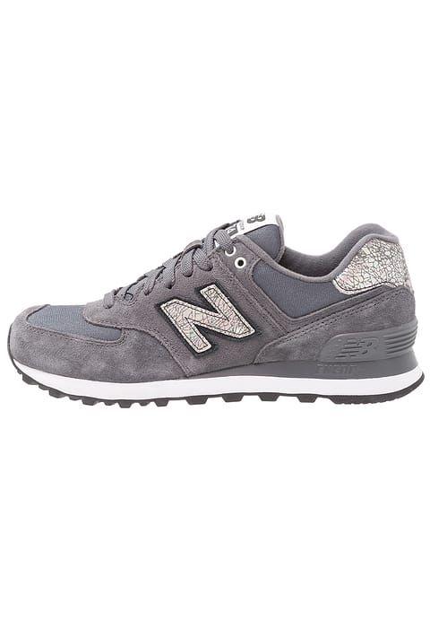 Schoenen New Balance WL574 - Sneakers laag - dark grey Donkergrijs: € 99,95 Bij Zalando (op 3/10/17). Gratis verzending & retournering, geen minimum bestelwaarde en 100 dagen retourrecht!