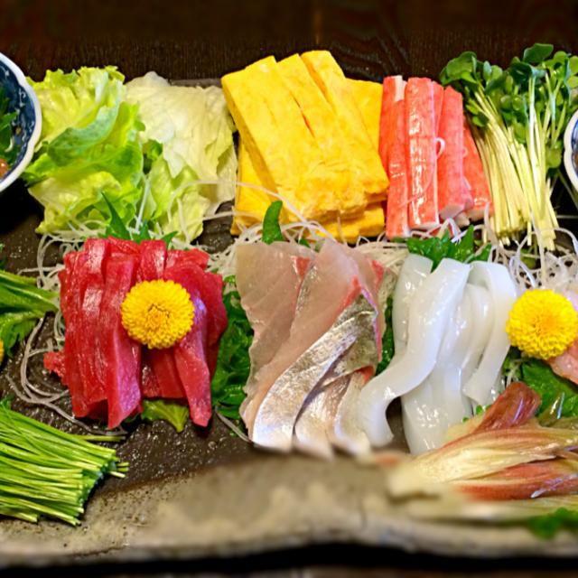 変わったところで、芽ネギがあるよ。 本日、汁物は赤出汁です。 - 152件のもぐもぐ - 手巻き寿司②  全景 by mottomotto