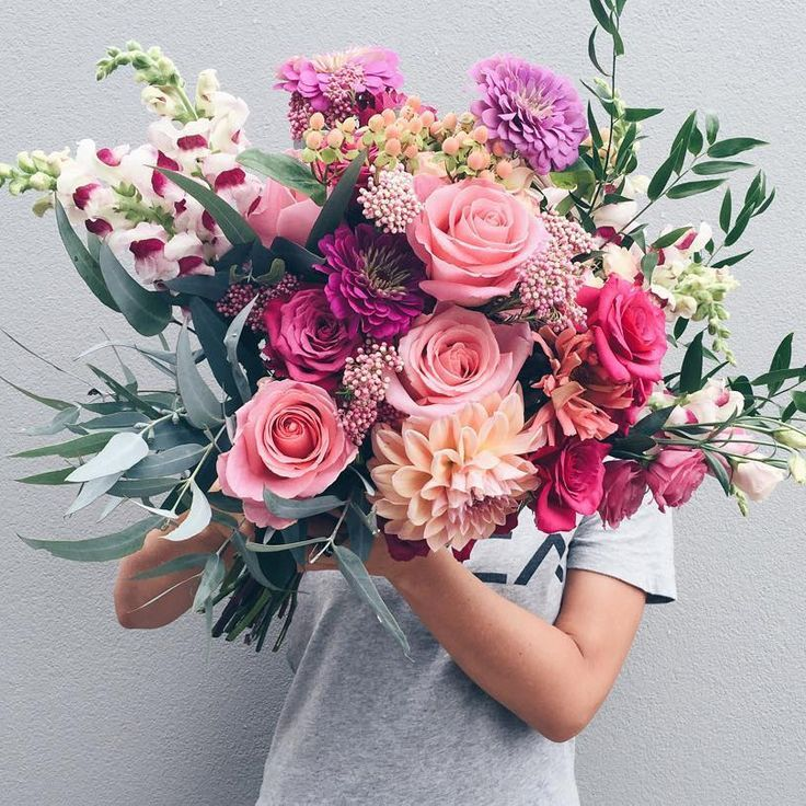 Gosh, this is a crazy beautiful wedding bouquet with roses, dahlias and…