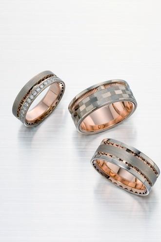 遥-haruka-  HR-61   重厚なデザインの中にもスタイリッシュな雰囲気が感じ取れる都会的な結婚指輪。  ダイヤのセッティングも想いのままに決めることができます。  少し幅の広いリングをお探しなら一度指を通す価値はございます。    遥-haruka-    HR-61    Urbane wedding ring which can take in a stylish atmosphere also in a profound design.   It can opt also for the arrangement of a diagram with a thought.   If it is search about a wide ring for a while, there is value which lets a finger pass once.