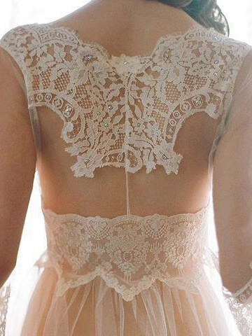 Kate Middleton has really started a beautiful trend with the lace. #josephine#vogel