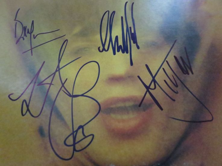 THIS IS A RARE STONES ITEM! THE ALBUM IS SIGNED BY ALL 5 WHO PLAYED ON IT (MICK JAGGER,KEITH RICHARDS,CHARLIE WATTS,BILL WYMAN & MICK TAYLOR). THE ALBUM IS IN GOOD CONDITION WITH MINOR FLAWS FOR ITS AGE. | eBay!