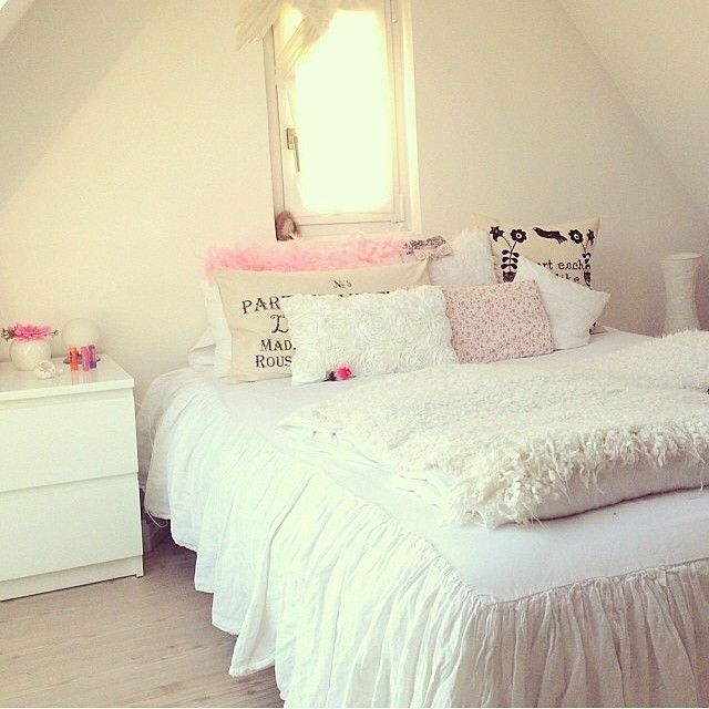 White and pale pink room lovely home decor for Girly room decoration
