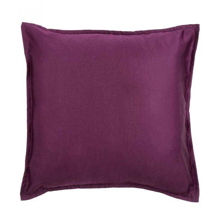 Funda Ilò cuadrada confeccionada en algodón 400 hilos color uva con diseño liso y abertura posterior.<br><br>Instrucciones de cuidado:<br><br>Se recomienda lavar antes de usarse.<br><br>Lavar a máquina con colores similares.<br><br>Lavar en ciclo delicado