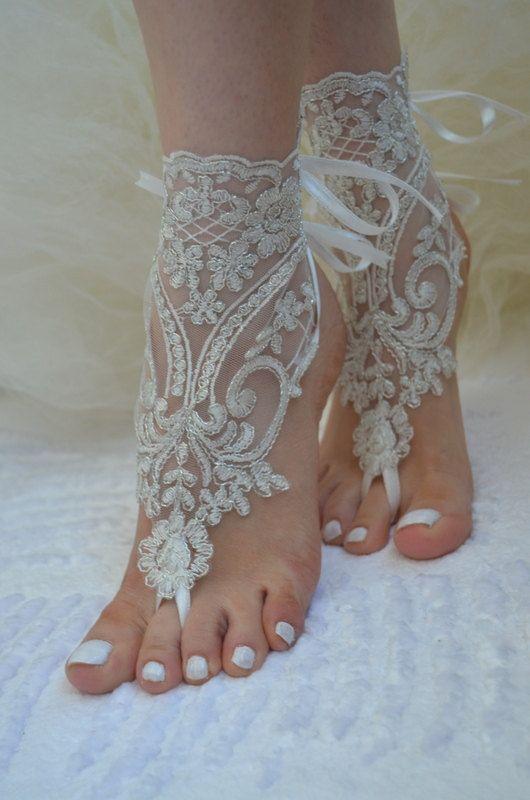 Barefoot Sandals ivory beach shoes bridal sandals por UnionTouch