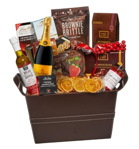 Wedding Gift Delivery Toronto : about Wedding Gift Baskets on Pinterest Gift Baskets, Christmas Gift ...