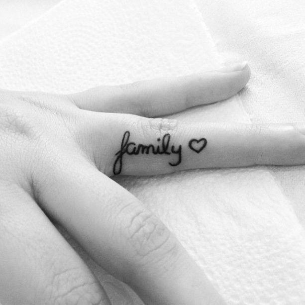 Tatuagem uma palavra só
