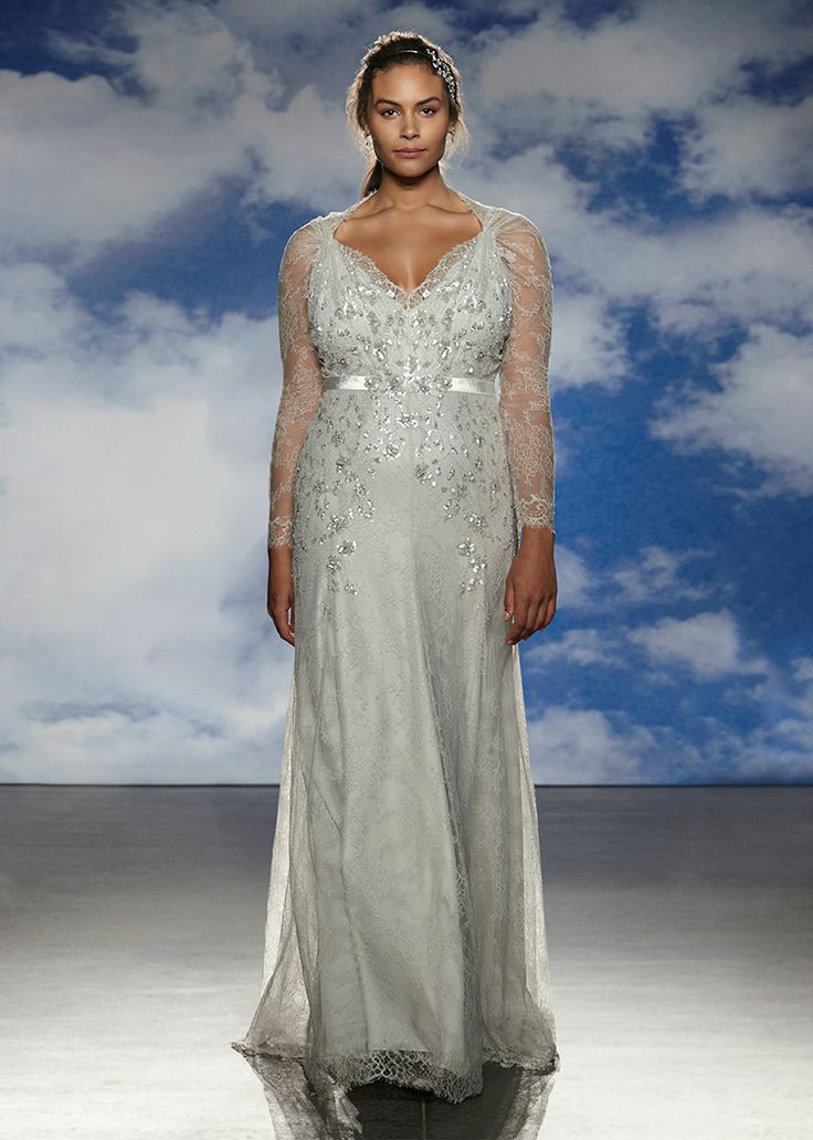 Wow, a stunning, womanly shaped normal woman on the runway. Jenny Packham.