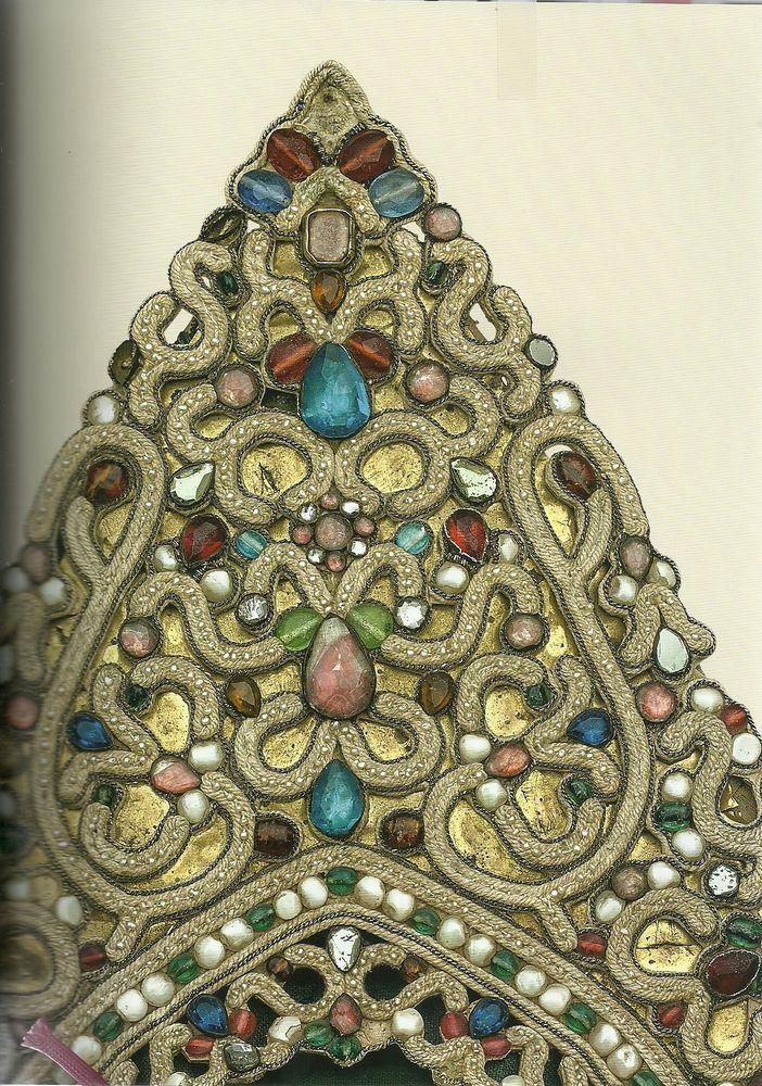 Кокошник: Псковская губ. конец XVIII в. ткань полушелковая, холст, колотый перламутр; низание.