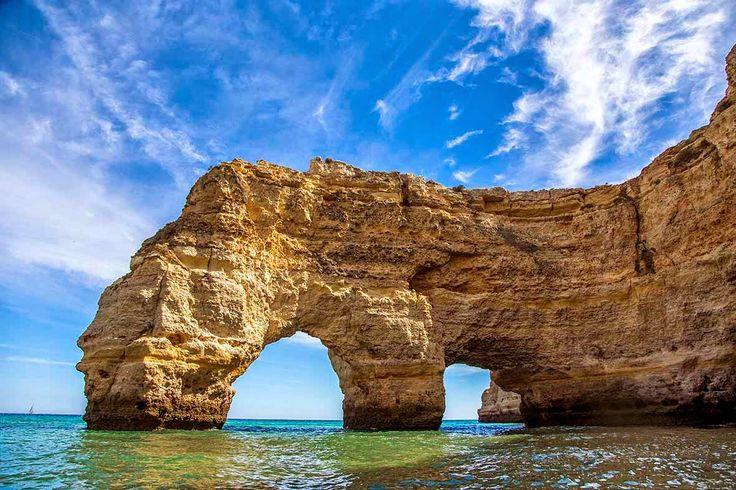 Viaje a las playas de Carvoeiro. Un paraíso del Algarve, Portugal - via Naturaleza y Viajes 28.07.2014 | Foto: Arco de Marinha, Algarve, Portugal
