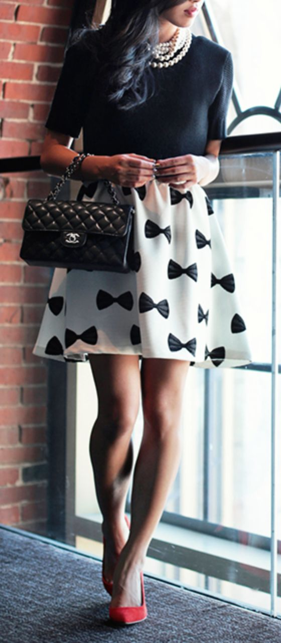 Bow skirt, need this right now!! :: Bow Patterned Skirt:: Black and White Fashion:: Red Heels--- Perfect! :: Vintage Fashion:: Retro Style::