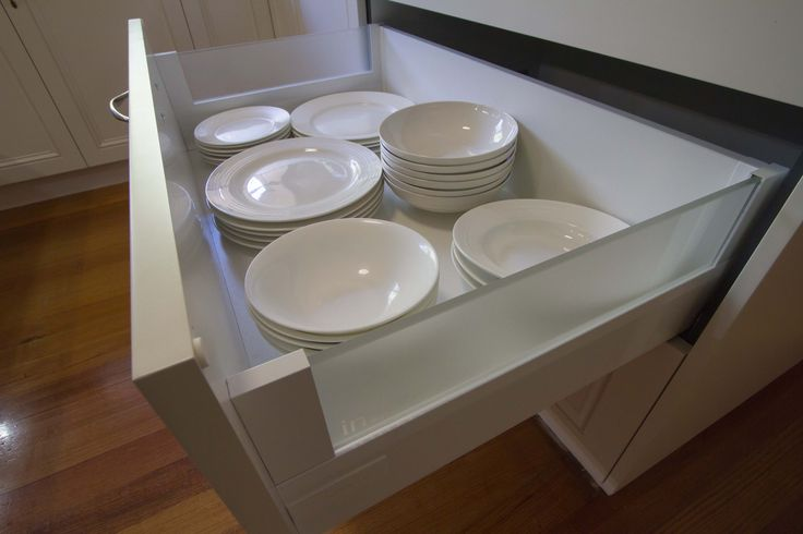 Traditional kitchen with Blum crockery drawers that hold up to 50kg is weight. www.thekitchendesigncentre.com.au @thekitchen_designcentre