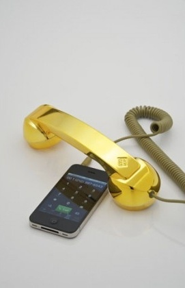 Retro słuchawka do iPhone'a - http://crazygifts.pl/shop/szczegoly/276/sluchawka-retro-gold-pop-phone
