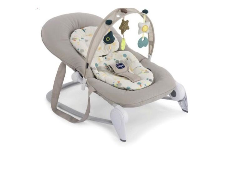 Save £15 on this Chicco Hoopla baby rocker, a comfy and fun rocking cradle where your baby can relax and have fun in complete comfort and safety.